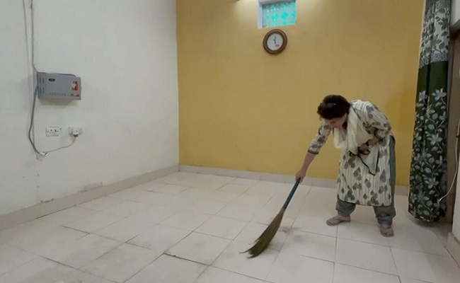 Priyanka Gandhi sweeps room in detention