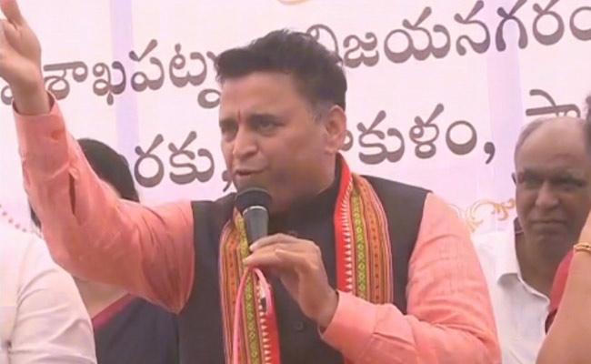 Cold war in Andhra BJP over defectors