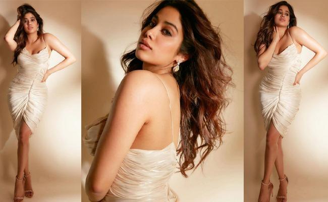Pics: Lady Kapoor Poses Sensuous In White