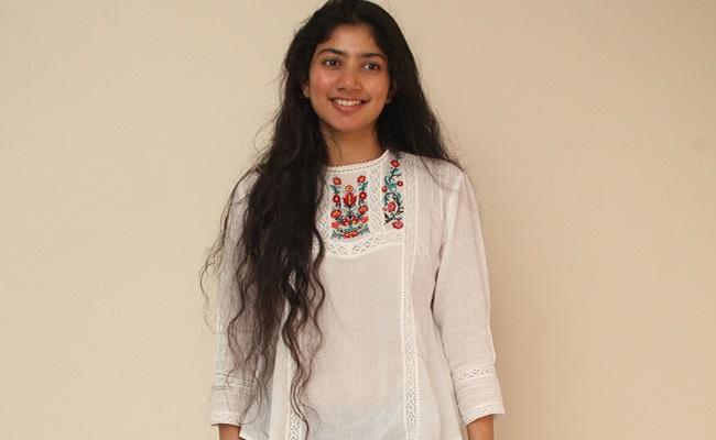 We Can See Sekhar's Honesty In Love Story: Sai Pallavi