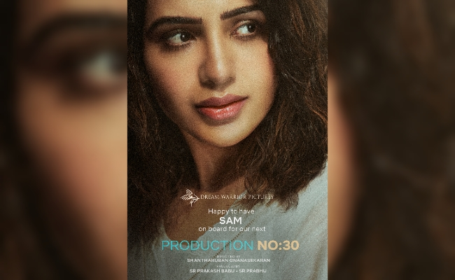 Samantha Signs A Bilingual With A Debutant