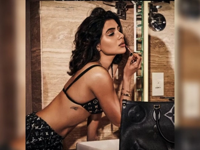 Pic Talk: Samantha Sizzles in an Ad Shoot