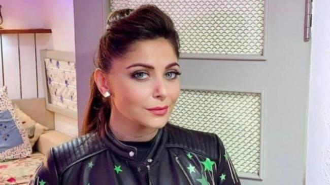 Hospital asks singer to behave like a patient