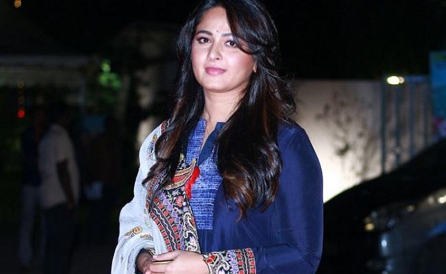 Buzz: Anushka In Pawan Kalyan's Virupaksha?
