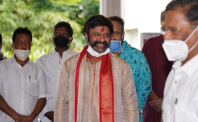 Behind The Scene: Balakrishna Ridicules The Guests