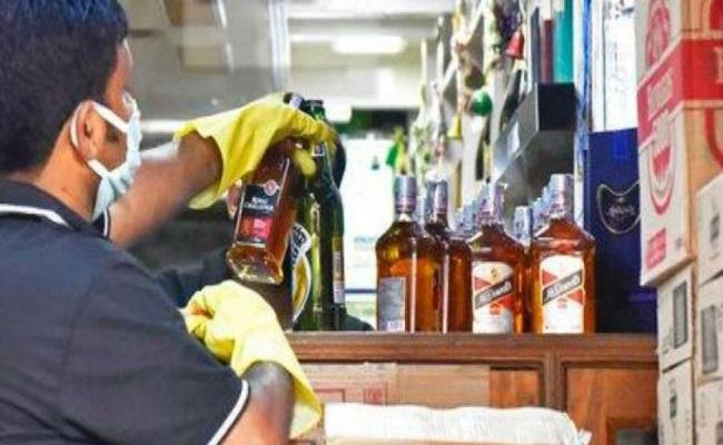 Ramya Krishna's Driver caught Smuggling Liquor