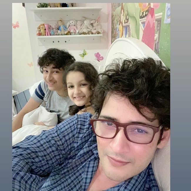 Pic Talk: Mahesh Super Cool Selfie With Kids