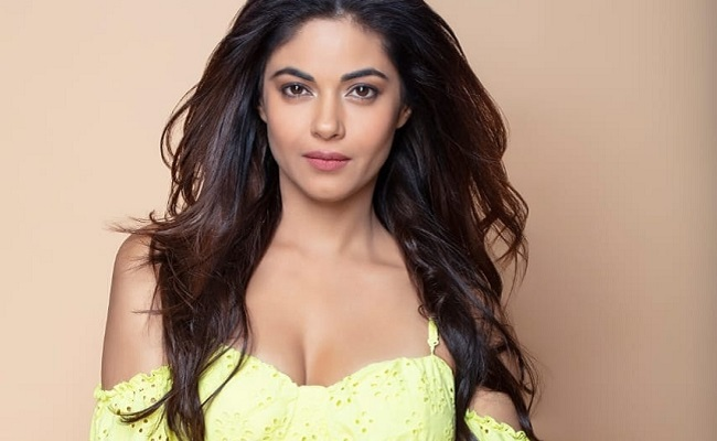 Meera Chopra's Father Robbed At Knifepoint