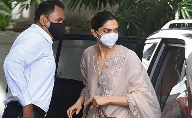 NCB seizes phones of Deepika, Rakul in drugs case