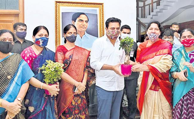 TRS Leaders Go Overboard To Pamper Future CM!