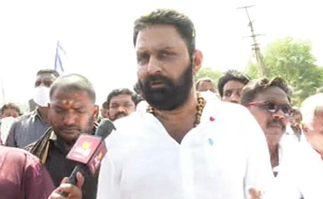 Kodali calls Nimmagadda shameless, mindless