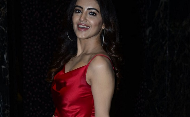 Pics: Red Actress Shines In Red