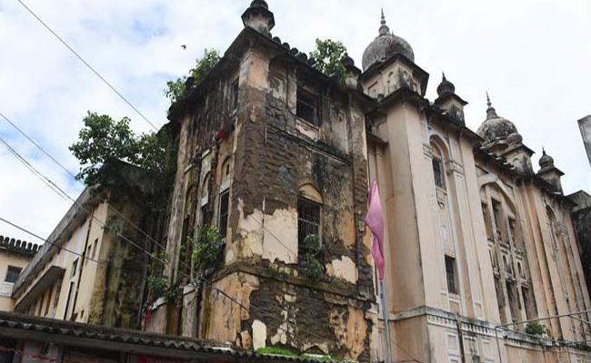 KCR govt wants to demolish Osmania Hospital