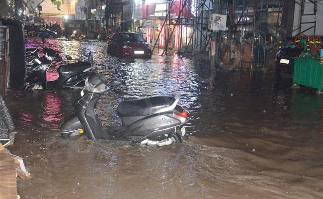 Heavy rains brings normal life to a halt in Telangana