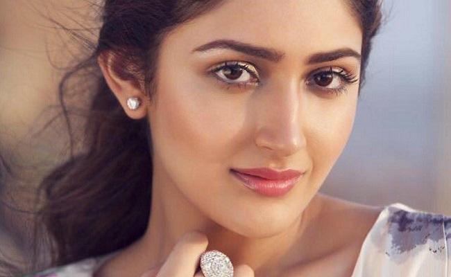 Sayyeshaa Saigal Confirmed For BB3