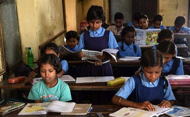 Online classes choice as schools reopen in AP Monday