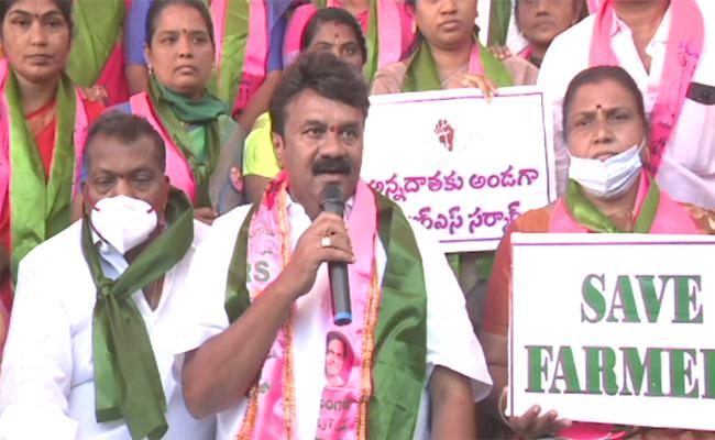 T Ministers rally on roads; oppn too holds protests
