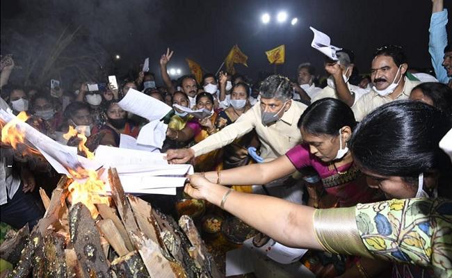 Naidu burns Andhra govt orders in Bhogi bonfire