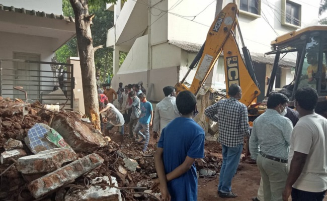 Demolition at Sabbam's home to remove encroachment