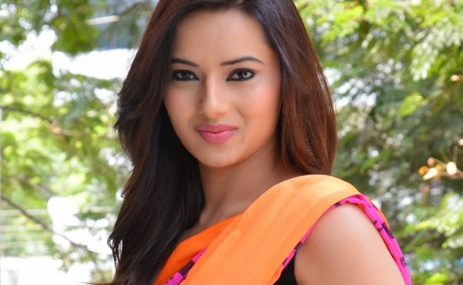 Heroine Reveals Secrets About Her Affairs!