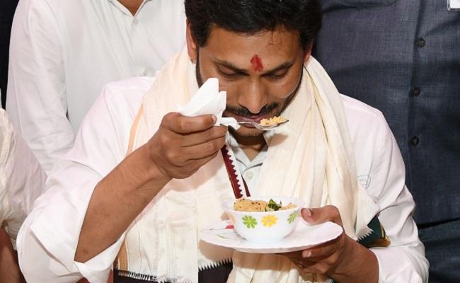 YS Jagan's 'Daiva Bhakti' Really Doing Miracles?!