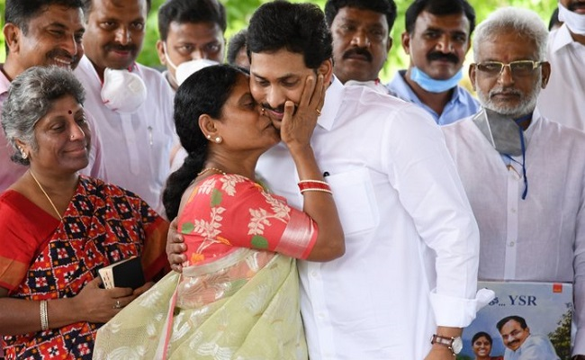 Jagan pays tributes to father YSR, releases mother's book