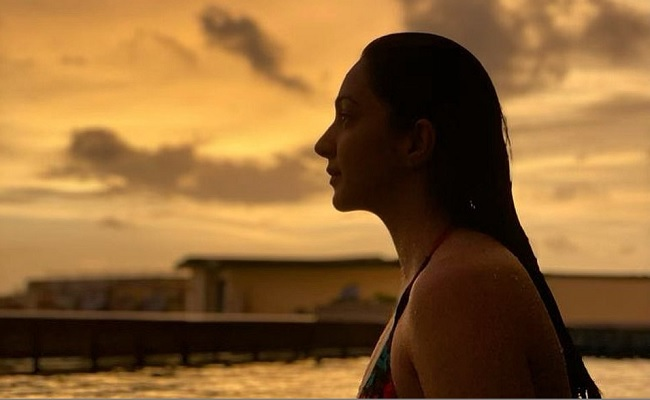 Pic: Kiara's Beauty Rises As The Sun Sets