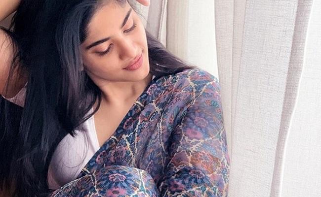 Pics: Nithiin's Heroine In Sensuous Look