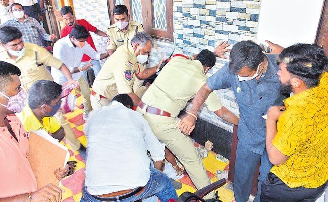 Cash seizure triggers war of words between BJP, TRS