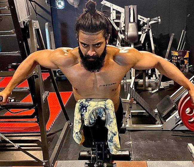 Pic Talk: Shaurya Flexes His Muscles In Gym