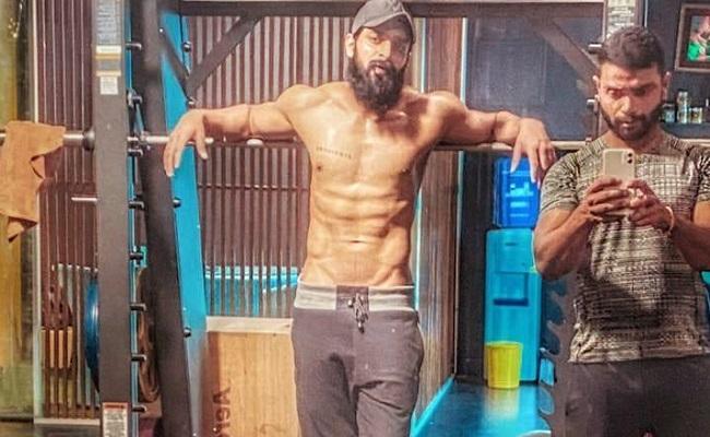 Pic Talk: Shaurya Goes Shirtless, Looks Macho