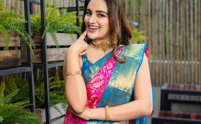 Photo Gallery: iSmart Beauty Looks Sensuous In Saree!