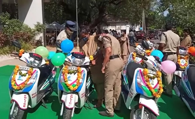Lokesh alleges YSRCP colours adorning police vehicles