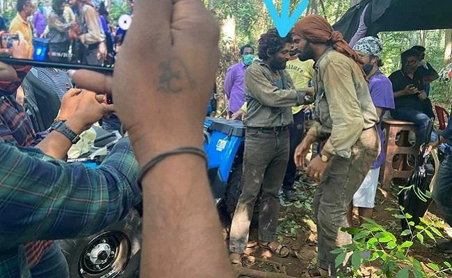 Leaked Pic: Allu Arjun's Rustic Look From Pushpa!