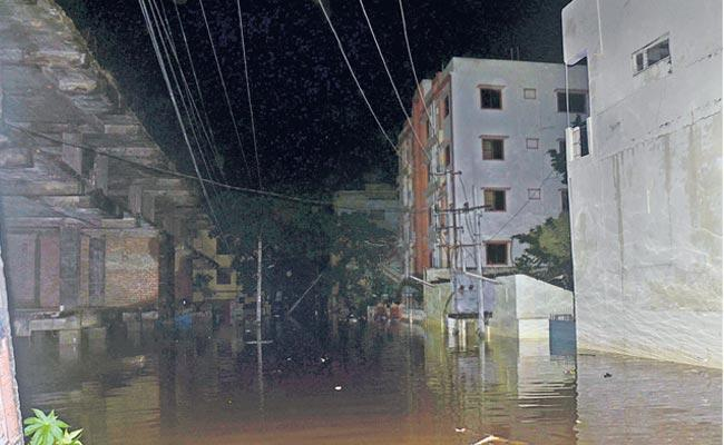 Many colonies in rain battered Hyd remain underwater