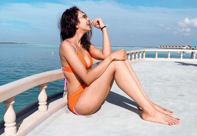 Pic Talk: DaddyClicks Daughter In Swimsuit