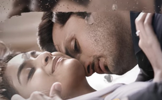 Emito Idhi: Steamy Romantic Number