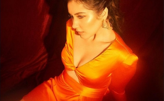 Pics: Glam Actress Glows Like An Angel