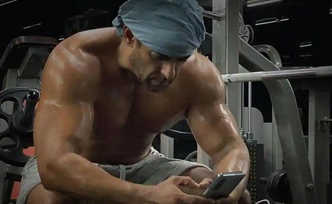 Salman drops shirtless picture post midnight workout