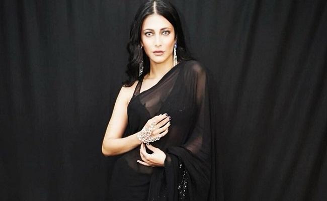 Photo Gallery: Hero's Daughter Shines In Black