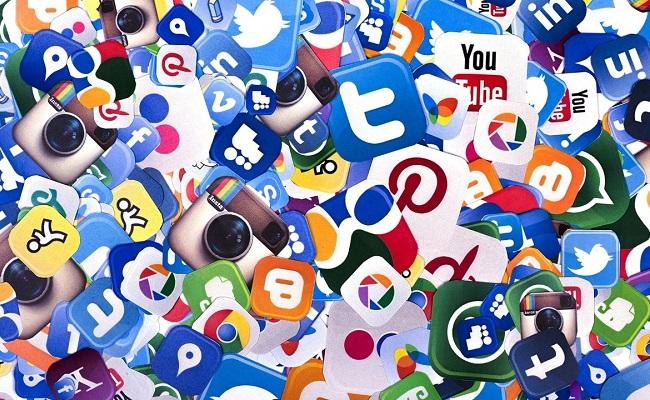 'Mainstream journalists falling into social media trap'