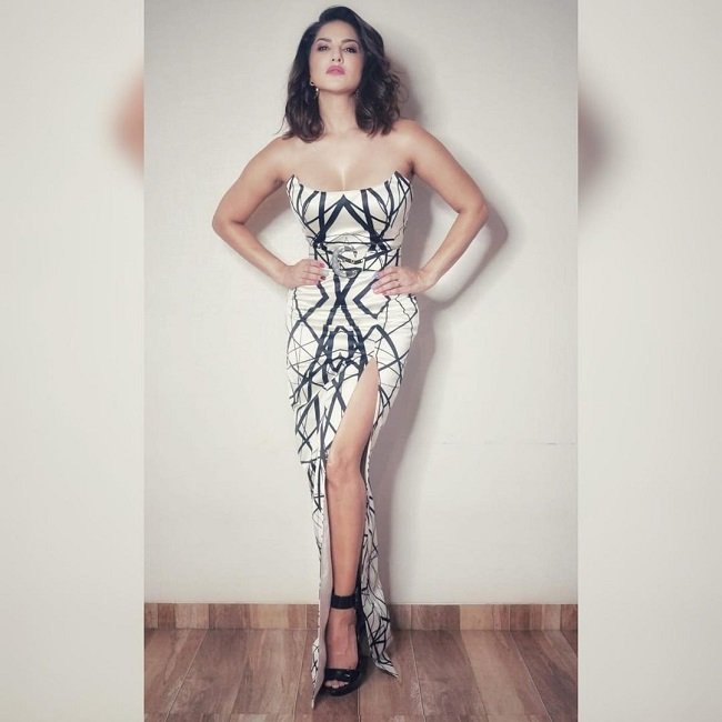 Sunny Leone is svelte and stunning in new post
