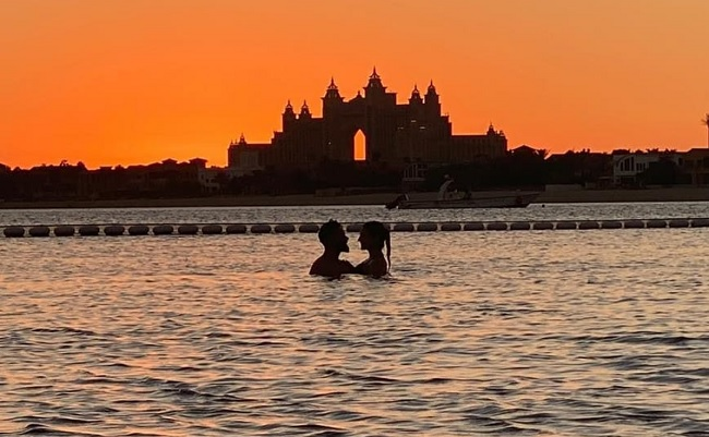 Anushka And Kohli Enjoy A Magical Sunset In The Pool