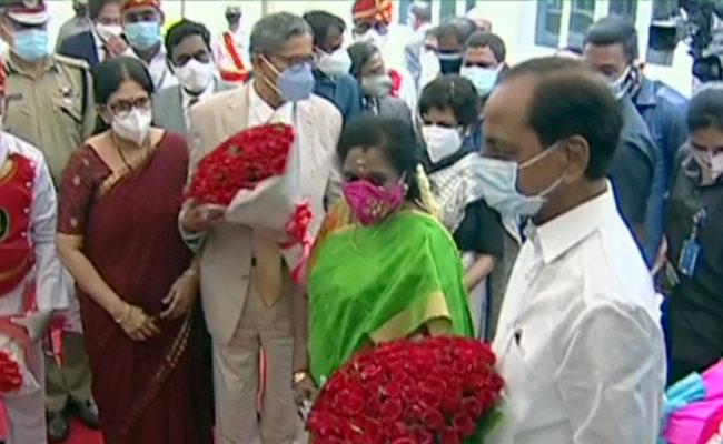 CJI arrives in Hyd to warm welcome on maiden visit