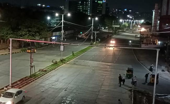 Roads go deserted as night curfew comes into force in Telangana