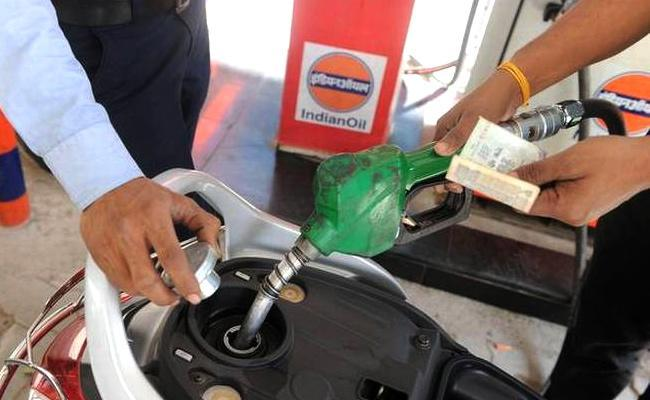 Petrol Crosses Rs 100-Mark, First Time Ever In India