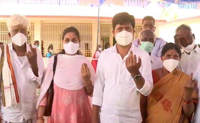Tirupati bypoll: Gurumoorthy, Panabaka cast their votes