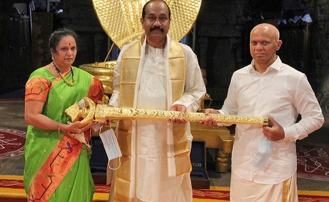 Hyd bizman donates Rs 1 cr gold sword to Tirupati deity