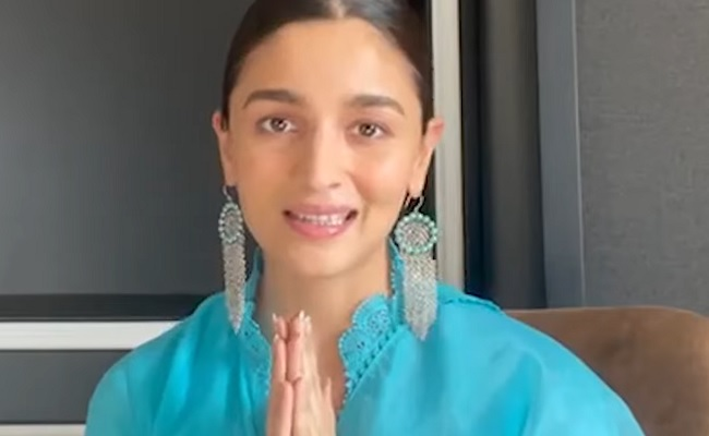 Alia Bhatt To Tease In Vakeel Saab Theatres