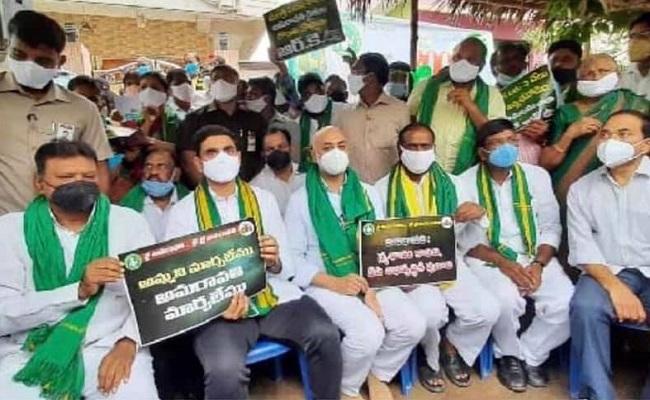 Naidu, Ramoji Drop Amaravati Movement?